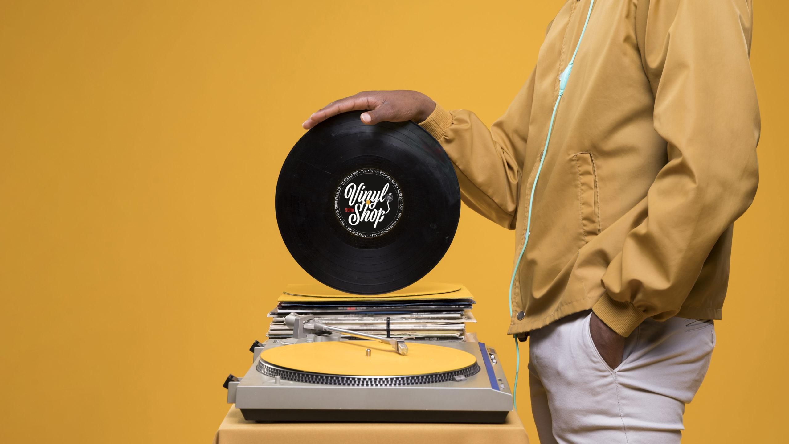 logo vinyl shop